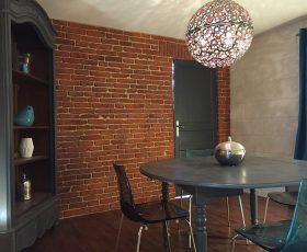 Decopierre intérieur aspect briquettes et pierres de taille salle à manger à Cormontreuil