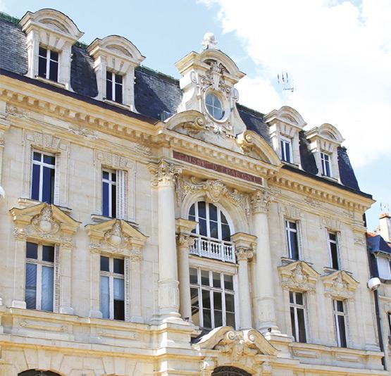 Hydrogommage de façade en pierre