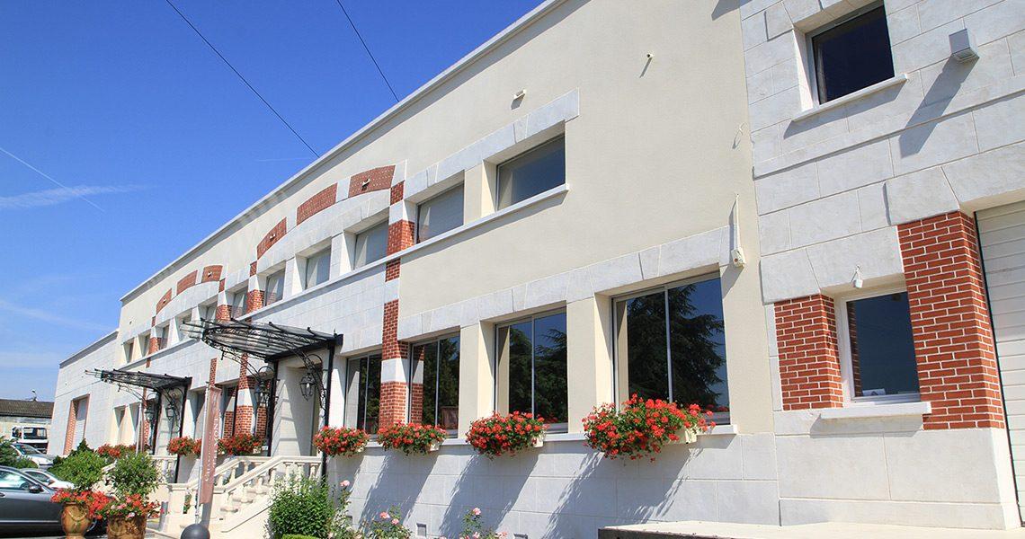 Ravalement de façade Decopierre aspect pierre et briques à Champagne de Telmont près d'Epernay