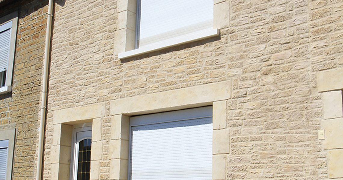Ravalement de facade maison Decopierre extérieur avec encadrements