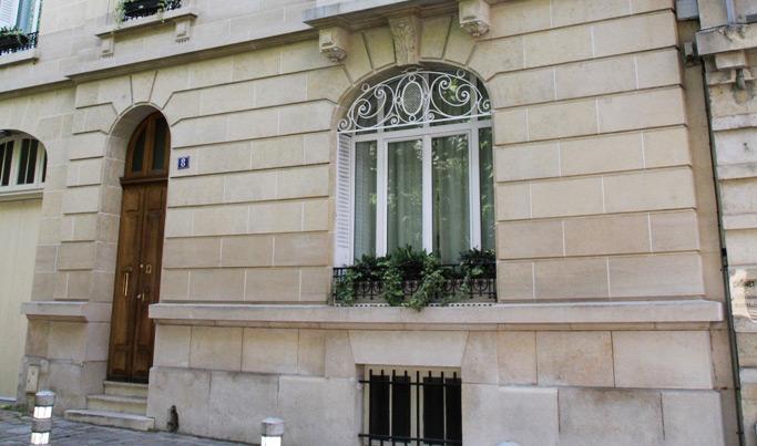 Traitement anti graffiti sur une façade en pierres