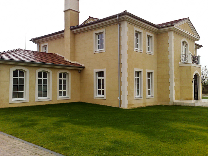 Decopierre extérieur aspect pierre de taille avec encadrements et chaînages