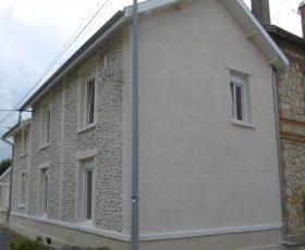 Decopierre extérieur avec encadrements et chaînage en pierre de taille