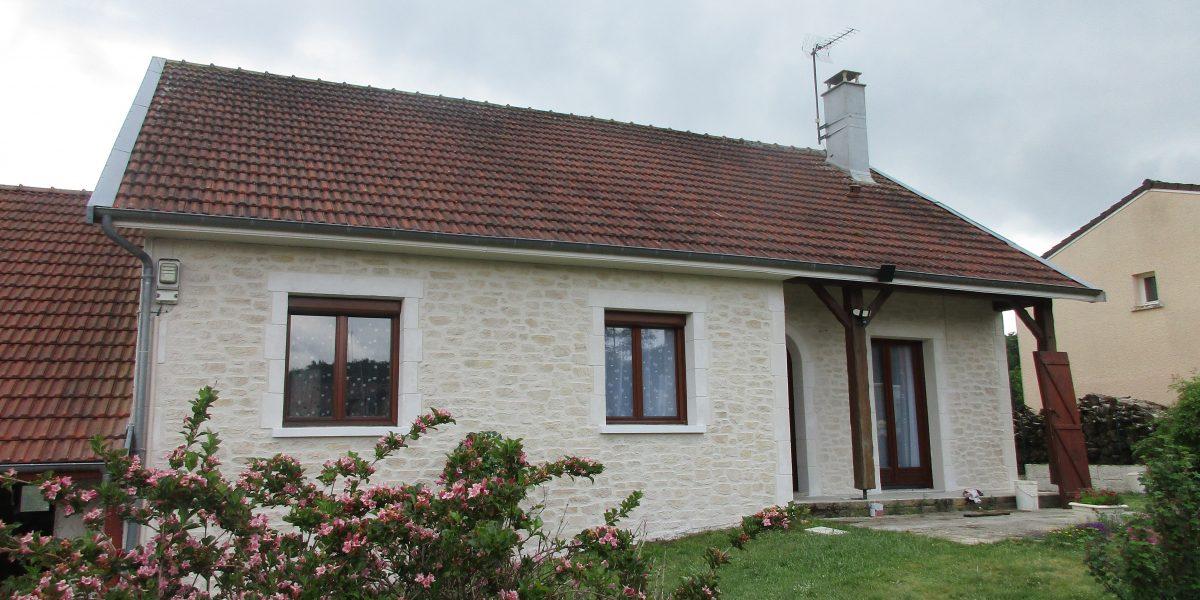 Decopierre extérieur avec encadrements portes et fenêtres