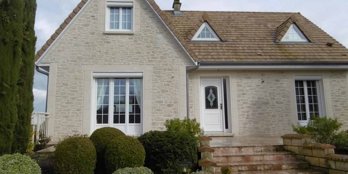 Decopierre extérieur, encadrements et chaînage d'angle en pierre de taille