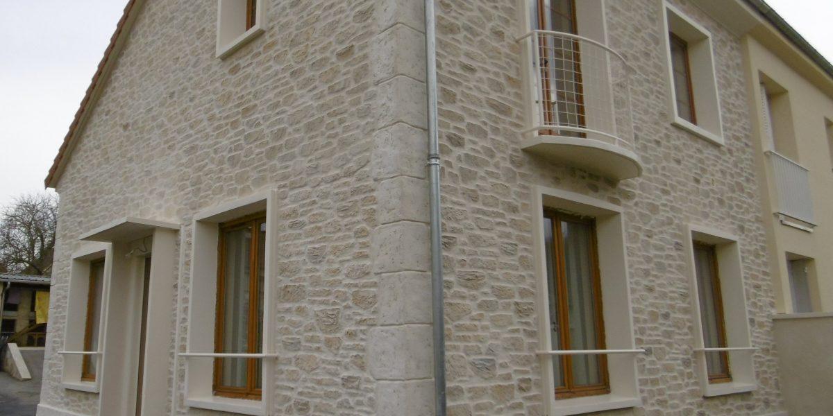 Decopierre extérieur, soubassement et chaînage en pierre de taille