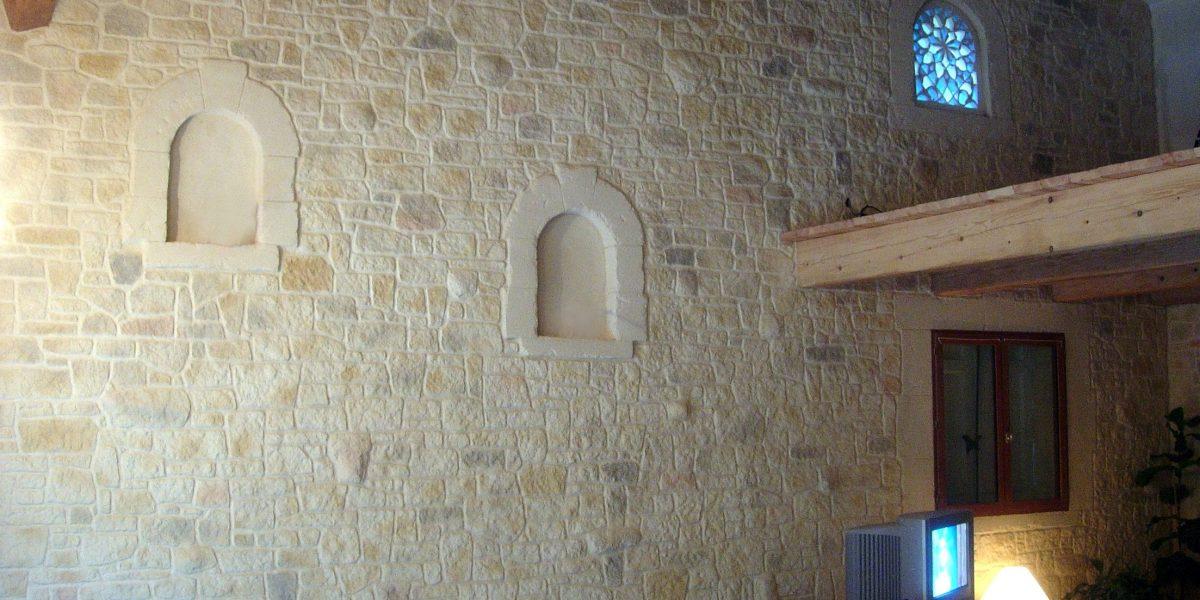 Decopierre intérieur aspect pierre d'angle et encadrements d'alcolves