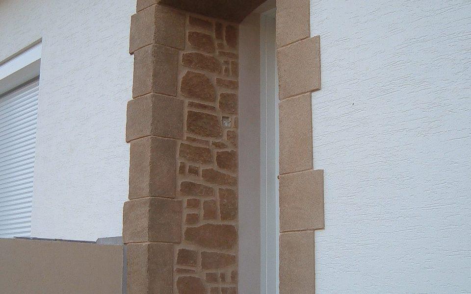 Encadrement porte d'entrée en pierre de taille et Decopierre