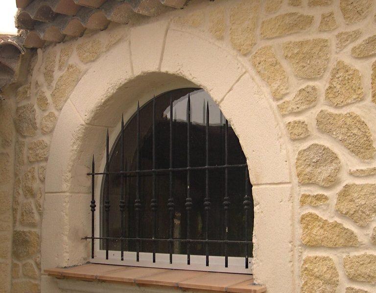 Decopierre extérieur avec encadrements en pierre de taille