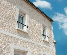 Mur en Decopierre et encadrements de fenêtres